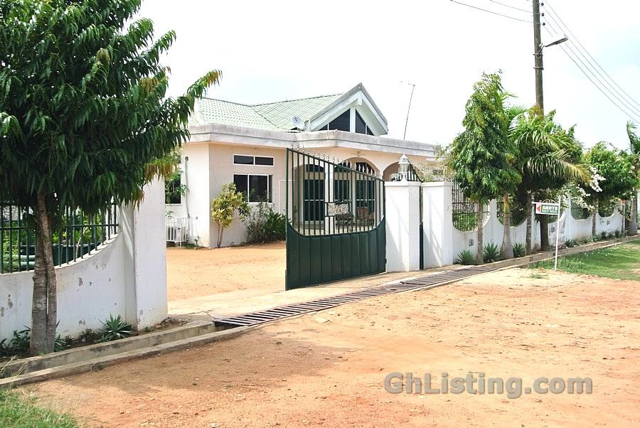 Ahoto Guest House Prampram